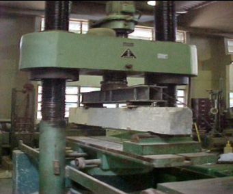 Press used for beam bending tests